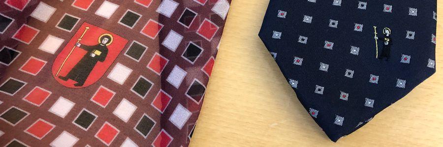 Foulard und Krawatte im Kantonsdesign